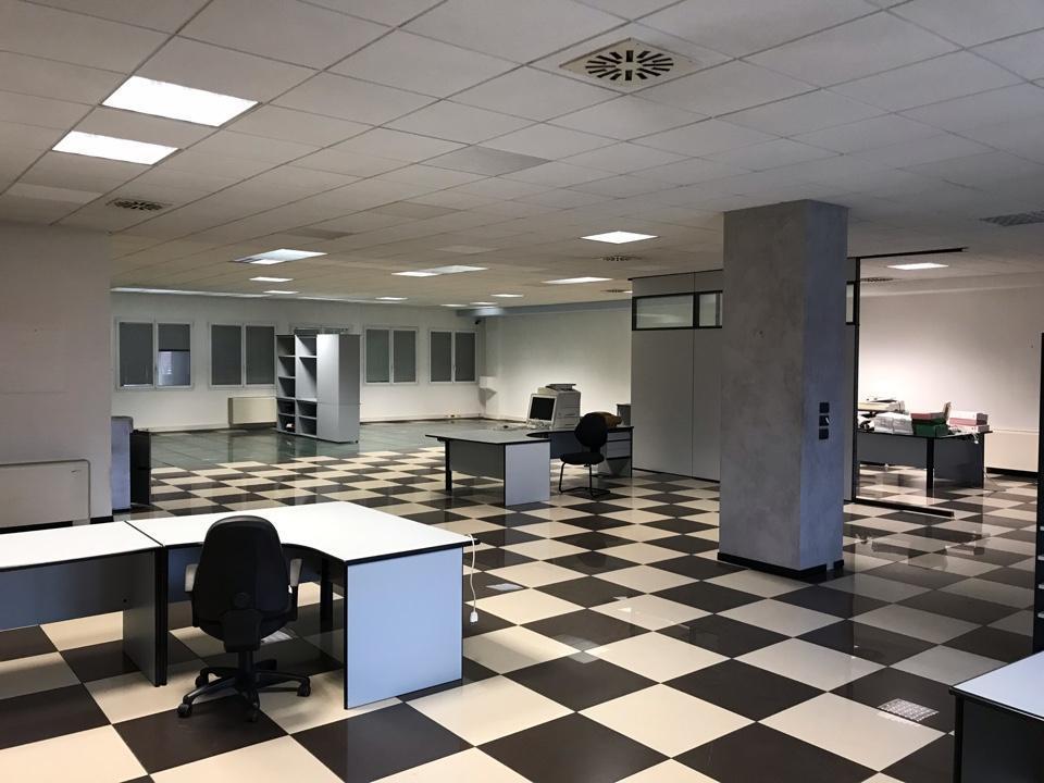 Ufficio con magazzino