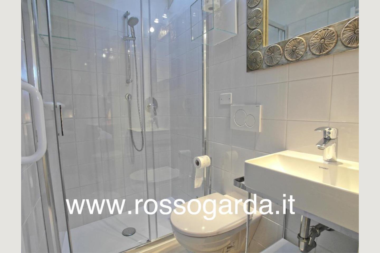 bagno 1 Attico vista lago Desenzano vendita