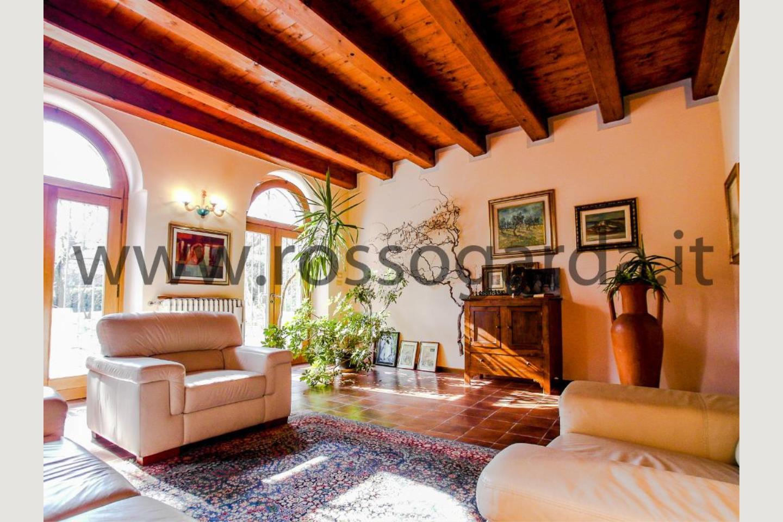 Soggiorno villa con piscina in vendita Pozzolengo