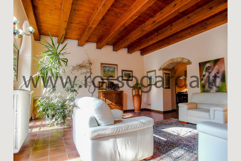 Sala di villa con piscina in vendita a Pozzolengo