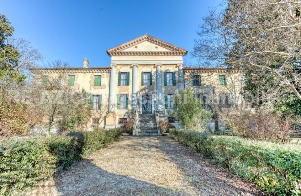 Maestosa Villa Veneta Cinquecentesca In Vendita ad Abano Terme