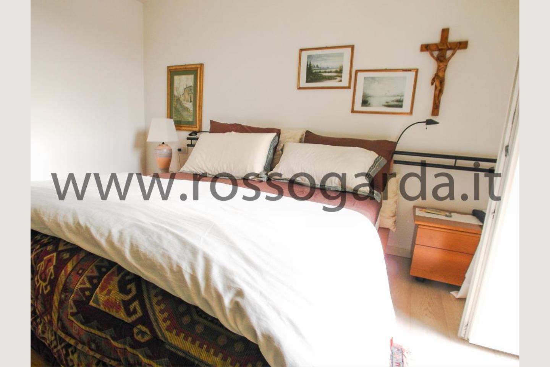 Camera da letto di attico in vendita a Desenzano