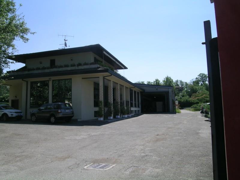 GAVIRATE Oltrona al lago capannone, uffici e appartamento