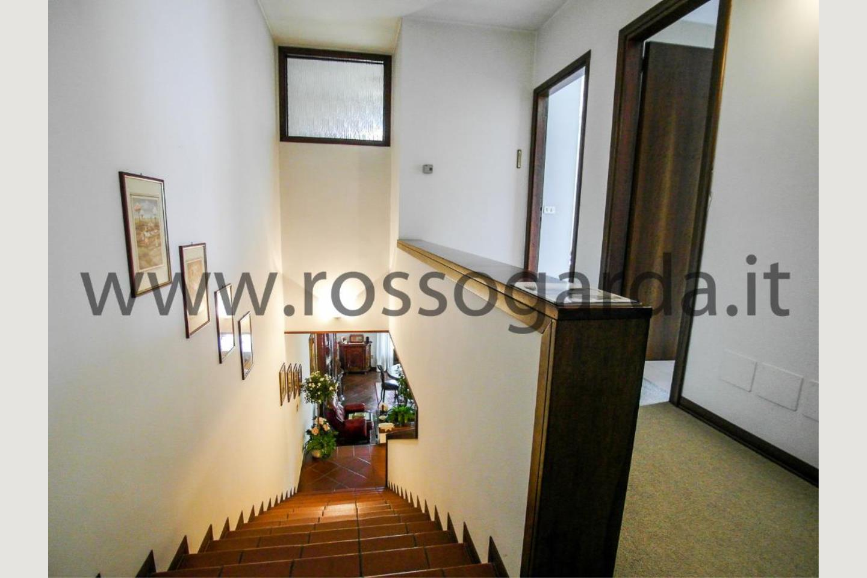 Scale zona notte villa singola vendita a Desenzano