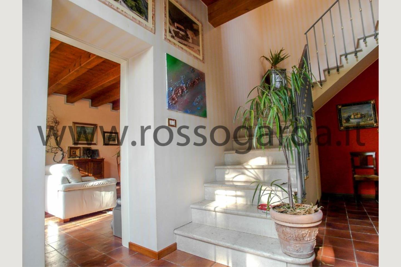 Ingresso villa con piscina in vendita a Pozzolengo