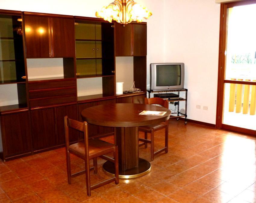 Vendita di un appartamento in buono stato a Cesena, con due camere da letto, cucina abitabile e terrazzo abitabile