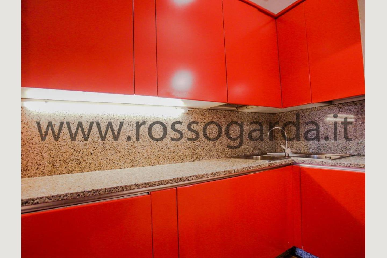 Cucina villa con piscina in vendita a Pozzolengo