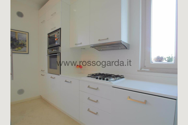 Cucina di attico in vendita a Desenzano del Garda