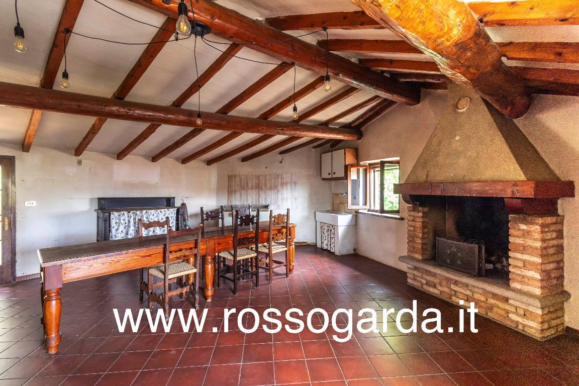 Casa d'epoca risalente all'800 sotto la torre medioevale di Castellaro Lagusello in vendita