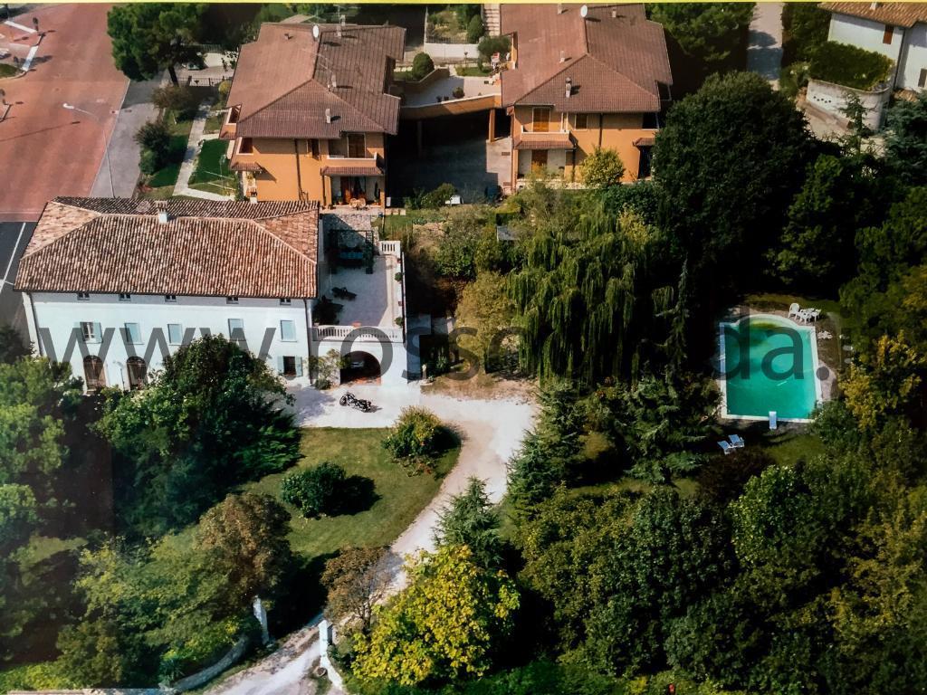Entroterra Desenzano del Garda grandissima villa singola in vendita con parco e piscina privati