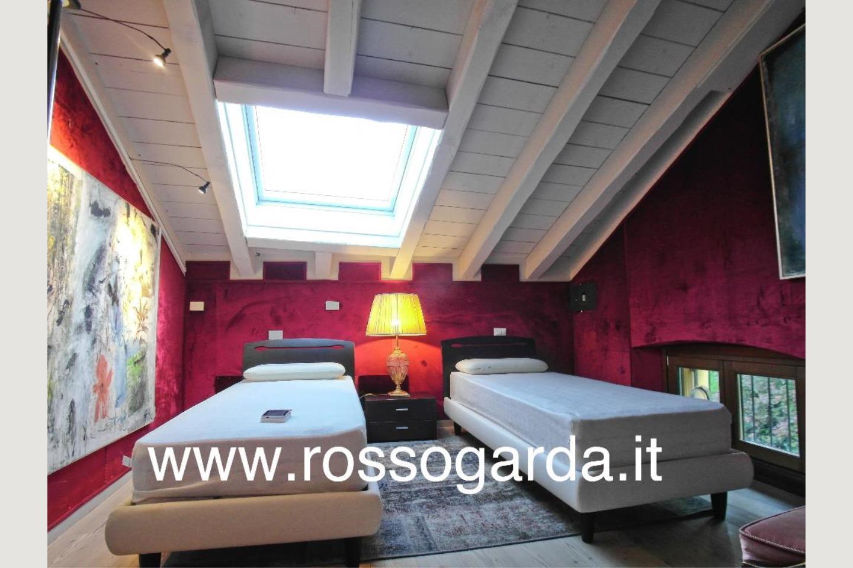 Attico vista lago Desenzano vendita camera 1