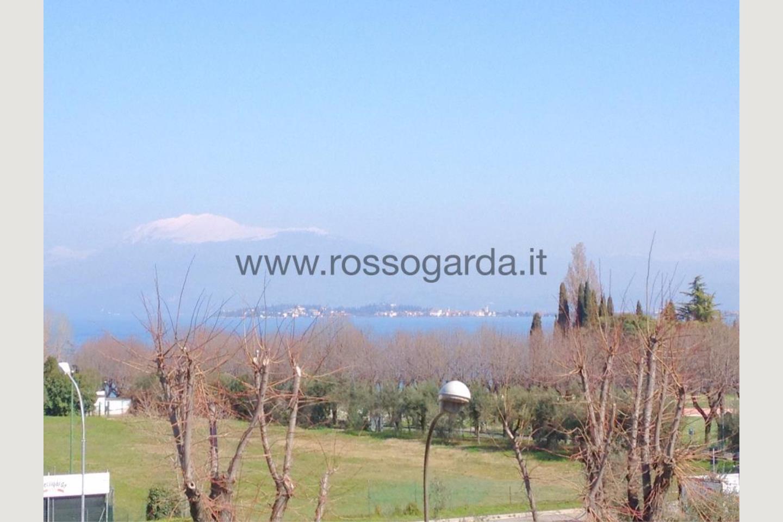 Vista lago di attico in vendita a Desenzano d/G