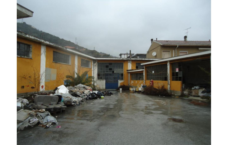 Capannone in Affitto La Spezia