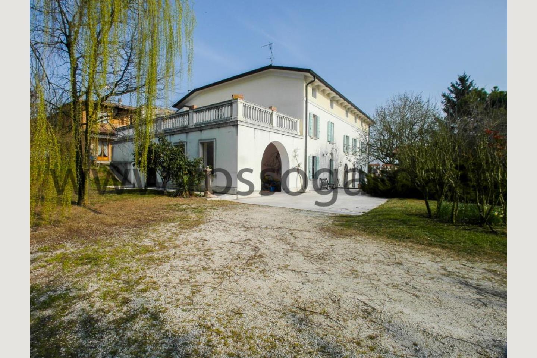 Esterno villa con piscina in vendita Pozzolengo