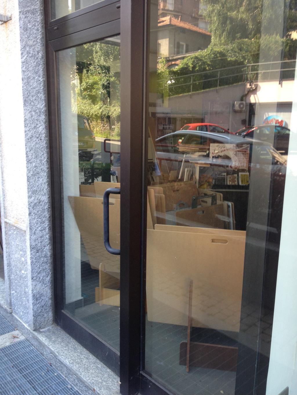 Varese Masnago negozio con vetrine