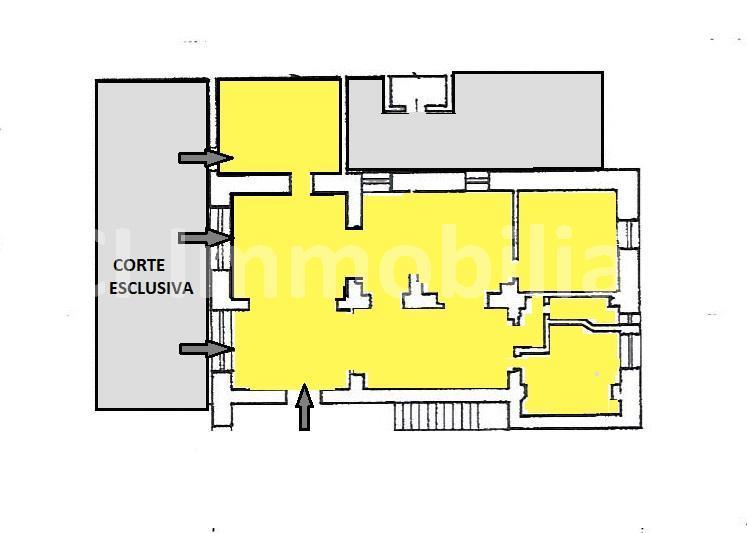 Savona (Zona Villetta) grande locale uso negozio con posteggio privato. Possibilità cambio d'uso in abitativo