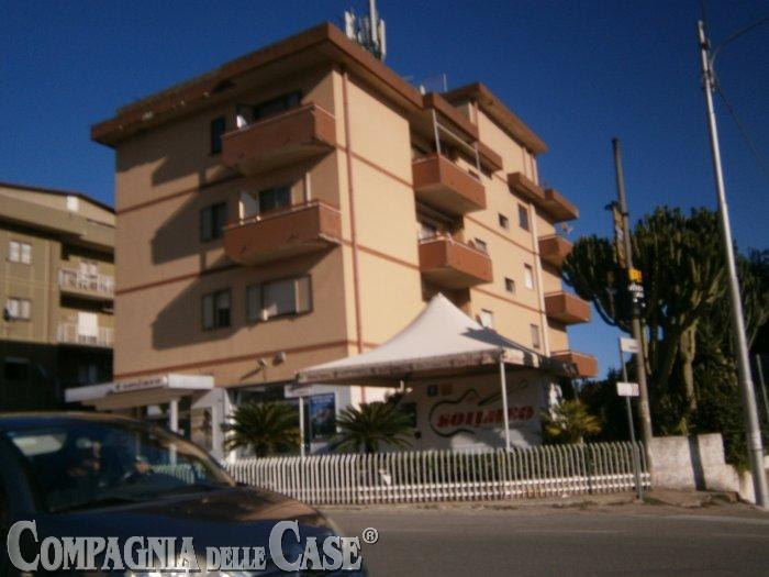 Catanzaro Lido,  Viale Crotone  prestigioso appartamento panoramico di ca 220 mq