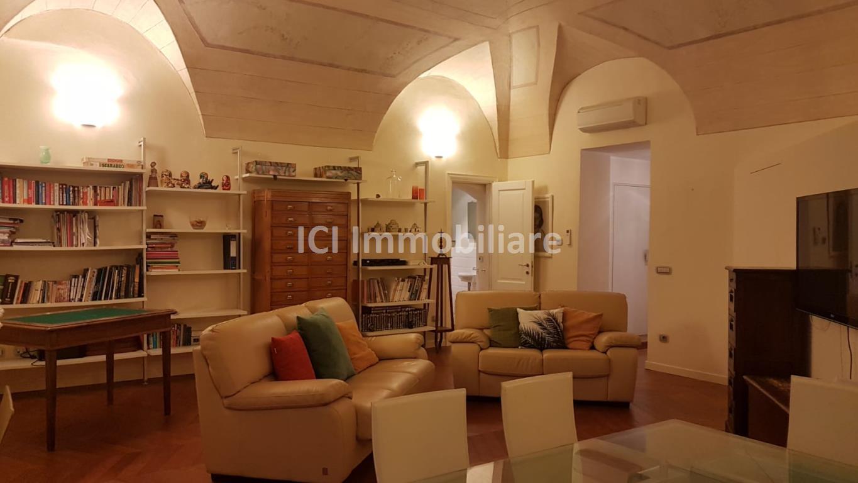 Savona centro storico. Unico e particolare loft con zona notte e bagno privato