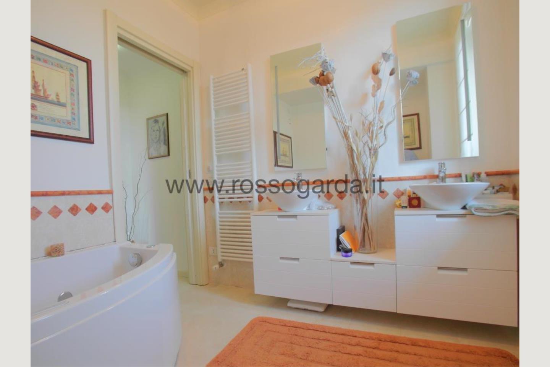 Bagno con vasca di attico in vendita Desenzano d/G