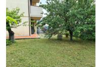 Appartamento 5 vani con garage e giardino