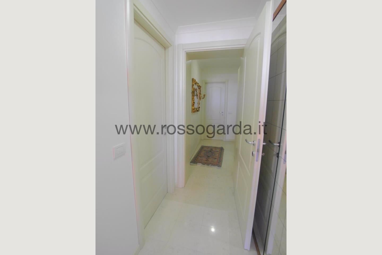 Disimpegno di attico in vendita a Desenzano d/G