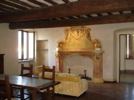 Foligno, maceratola, in palazzetto storico.