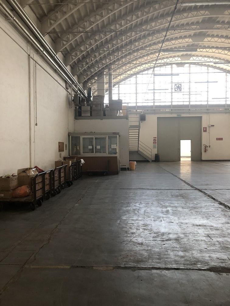 CAPANNONE IN AFFITTO - RHO (MI)