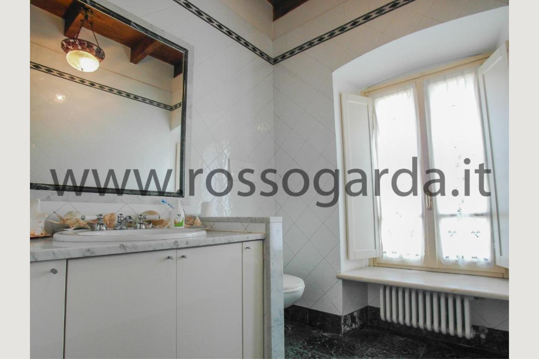 Bagno villa con piscina in vendita a Pozzolengo