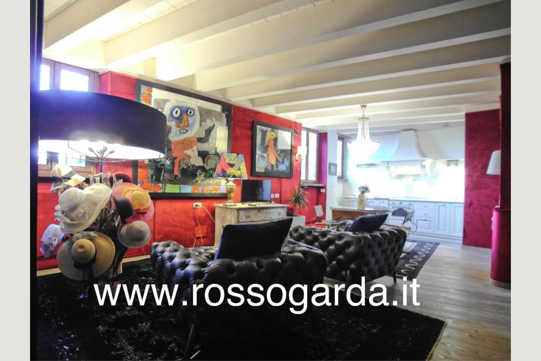 Attico vista lago Desenzano vendita salotto