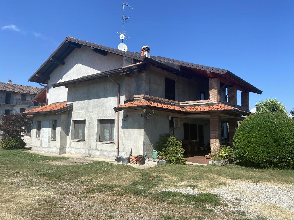 Casa indipendente con ampio terreno