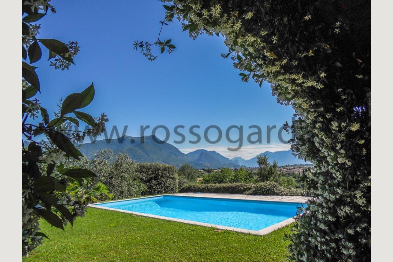 piscina di Villa vista lago San Felice vendita