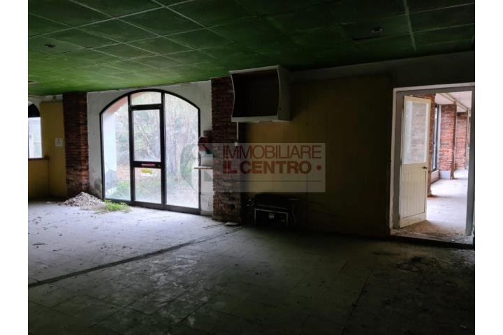 Immobile Commerciale in Vendita Sarzana