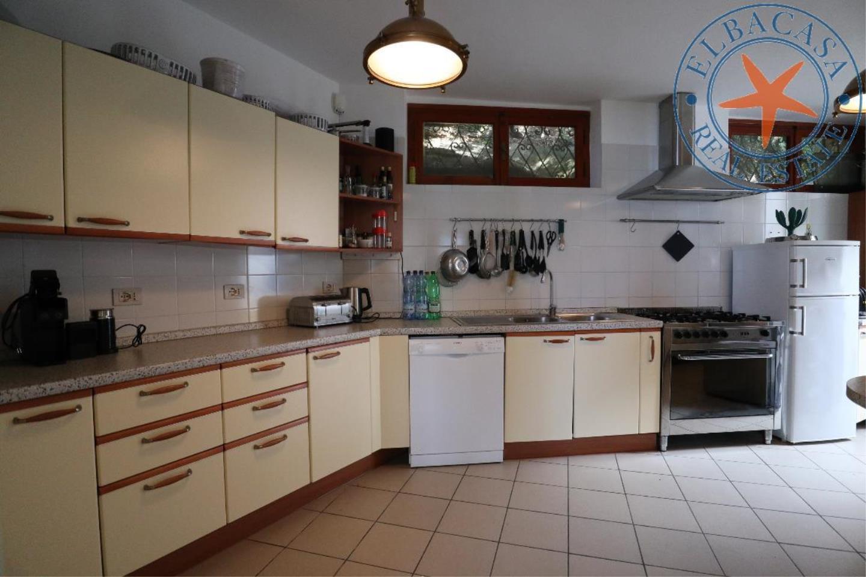 Villa in Affitto Procchio
