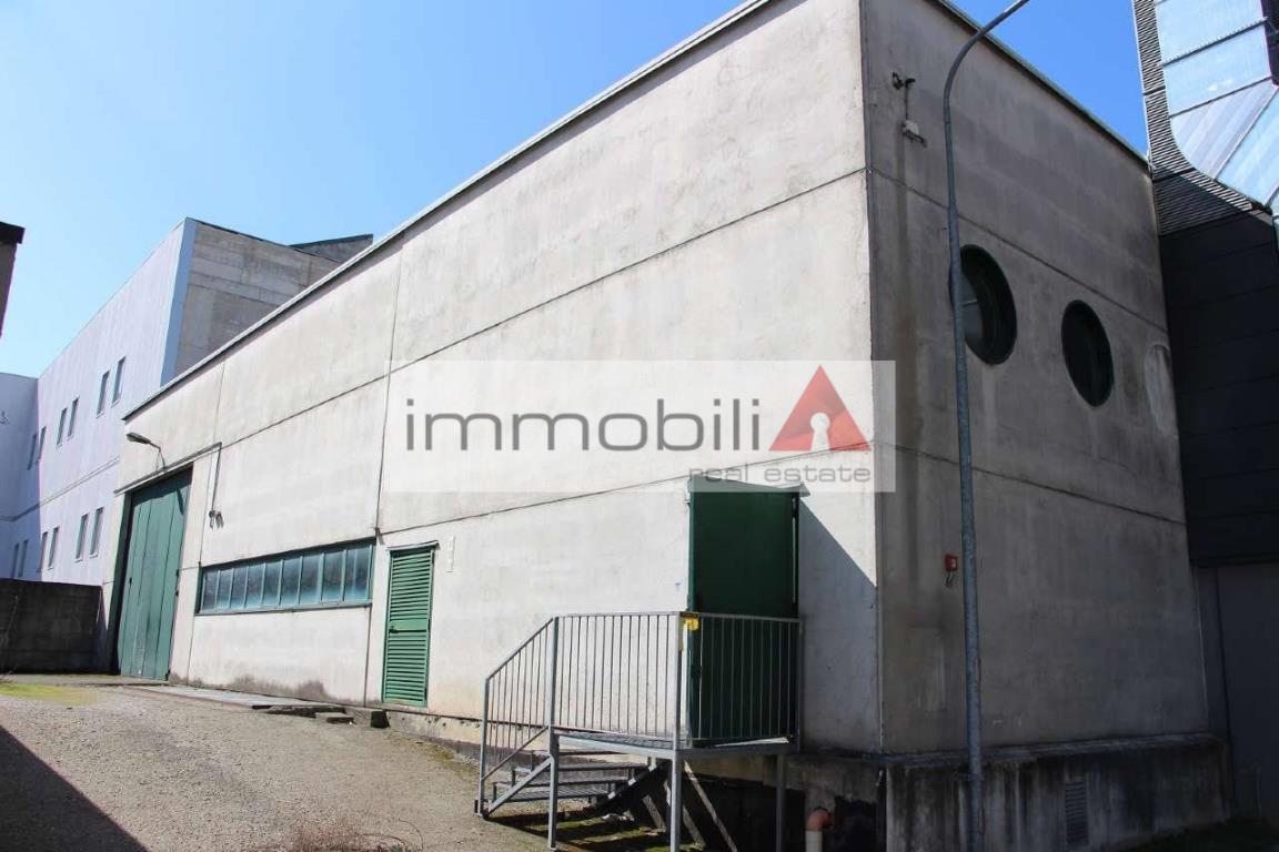 Cernusco sul Naviglio, sulla SP 121 capannone uso produttivo.