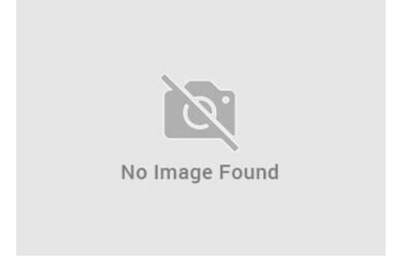 terrazzo con lavello e lavatrice