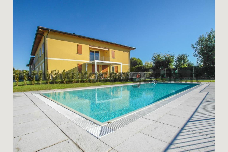 appartamento in casale desenzano piscina