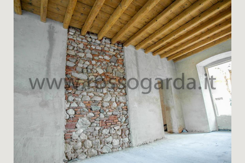 parete in mattoni e pietra Casale Ristrutturato