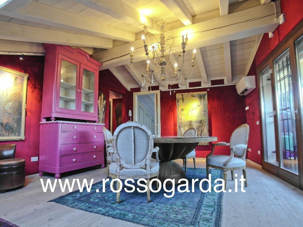 Appartamento ATTICO con VISTA LAGO in CENTRO STORICO di Desenzano vendita