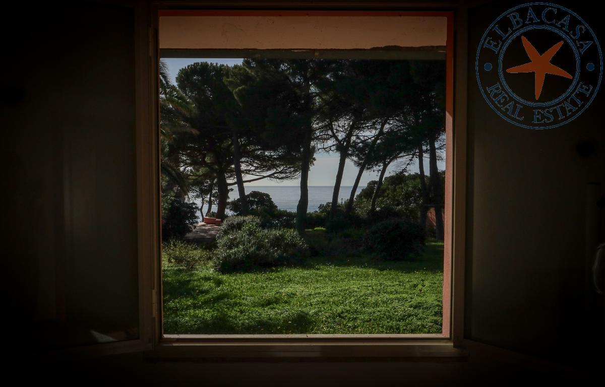 www.ELBABNB.IT - CAPOLIVERI - Villetta Fronte Mare