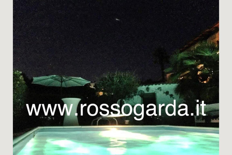 piscina notte villa vista panoramica Soiano