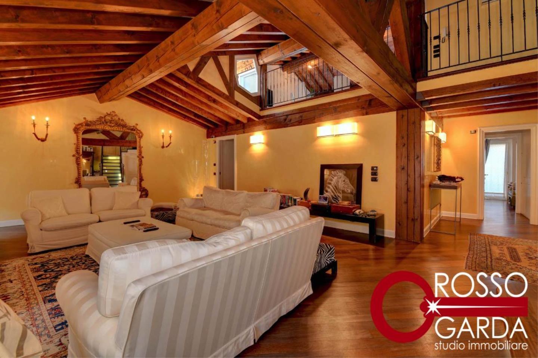 Attico centro storico vendita Desenzano soggiorno