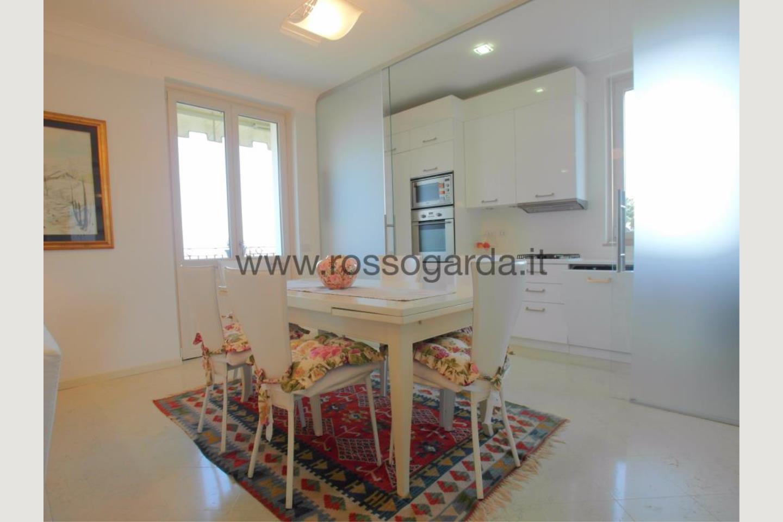 Angolo cucina di attico in vendita a Desenzano d/G
