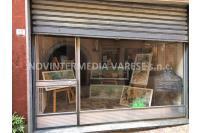 Locale commerciale con vetrina in centro Luino