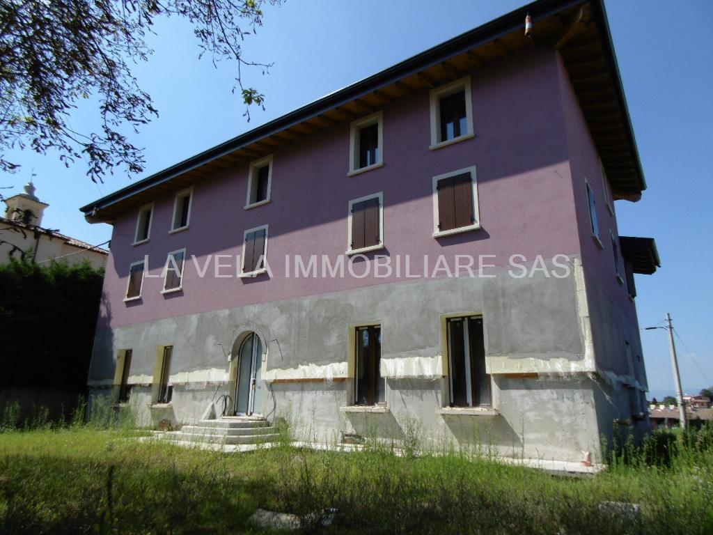 "Lonato del Garda – Nah am Acquatik Park ""La Cavallina"" - Halbfertiges Gebäude – idealer Standort für ein B&B"