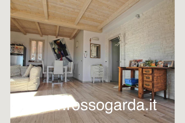 Villa Bifamiliare vendita Padenghe soggiorno