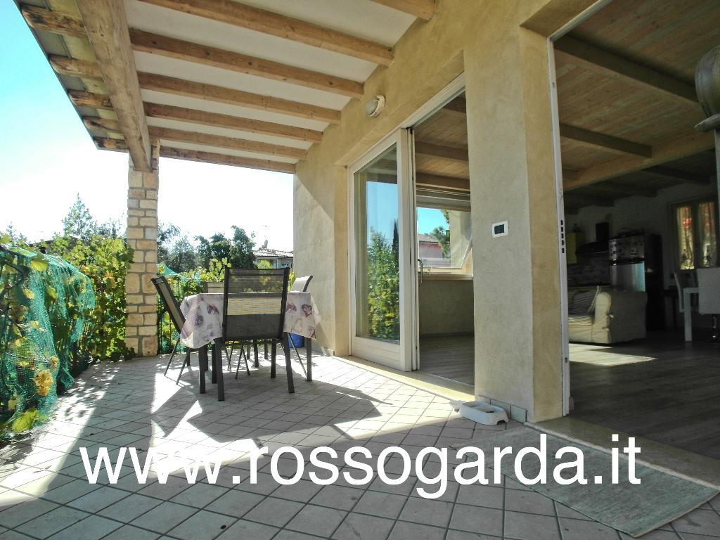 Porzione di bifamiliare in villa tutta su un piano , al P1°  in vendita a Padenghe sul Garda di recente edificazione in vendita a Padenghe sul Garda