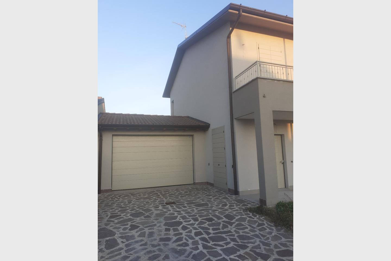 Villa bifamiliare in Vendita Madignano
