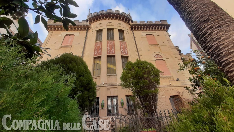 Villa di pregio storico e architettonico in pieno centro città