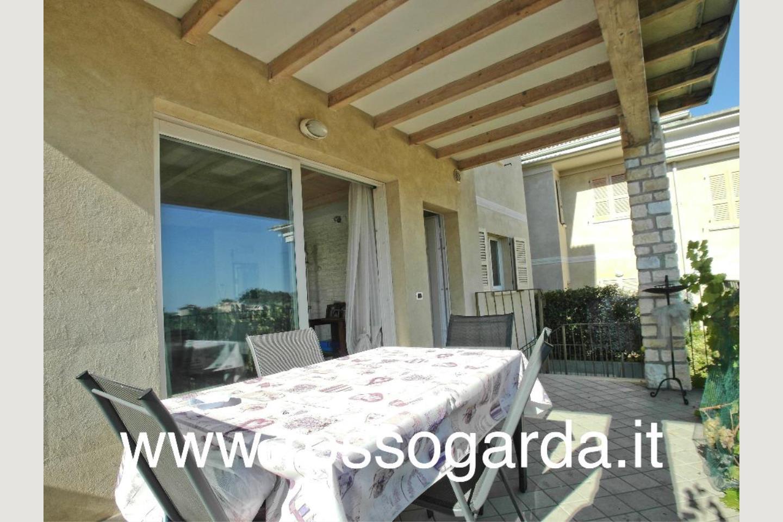 Villa Bifamiliare vendita Padenghe tavolo esterno