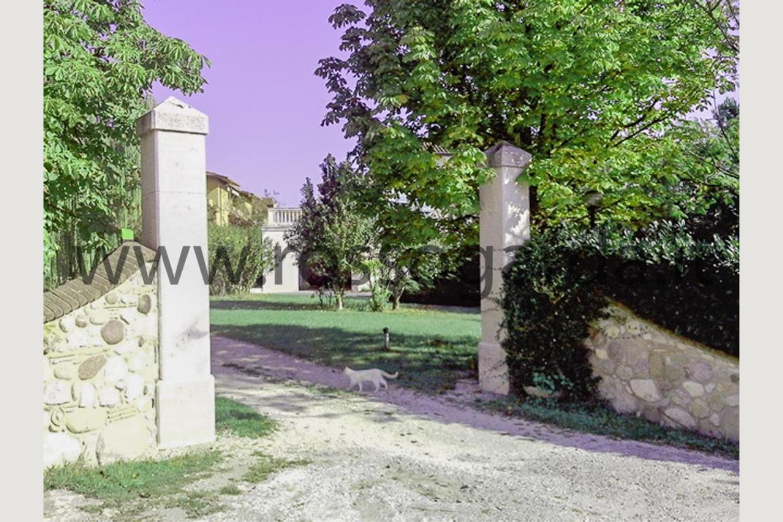 Ingresso villa con piscina in vendita Pozzolengo